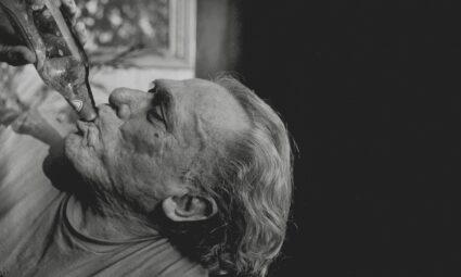 Charles Bukowski'nin Yazın üzerine düşünceleri ve onun günlük çılgın rutinleri