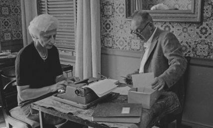 8 Mayıs 1923: Genç Vladimir Nabokov, hayatının aşkı ile karşılaşır ve yazdığı bir şiirle onun kalbini kazanır