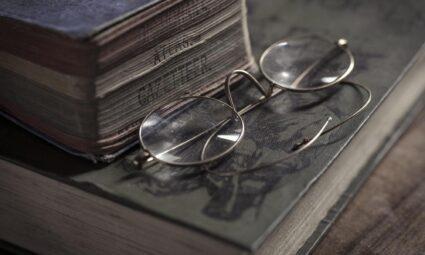 Kitap Okuyan Bir İnsan Dünyadaki Düzenin İşaretidir